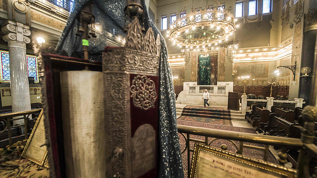 Inside the Shaar Hashamayim Synagogue in Cairo (Photo: AFP) (Photo: AFP)