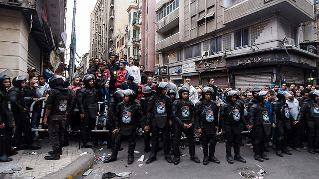 Egyptian security forces in Alexandria (Photo: AP)