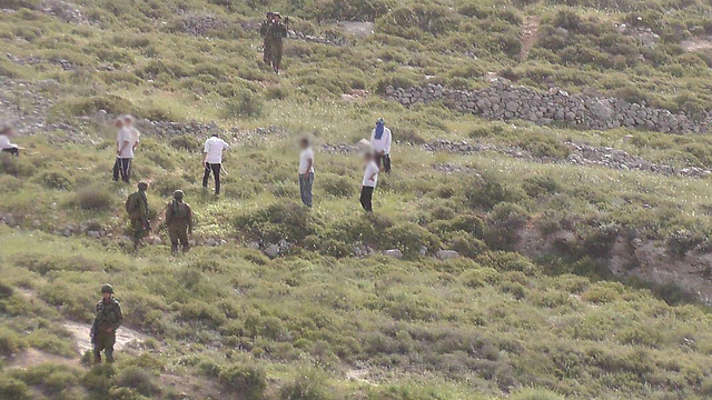 Settlers attacking soldiers (Photo: Zacharia Sadeh) (Photo: Zacharia Sadeh)