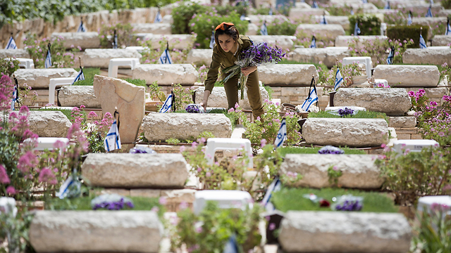 IDF soldier at the memorial ceremony (Photo: EPA)