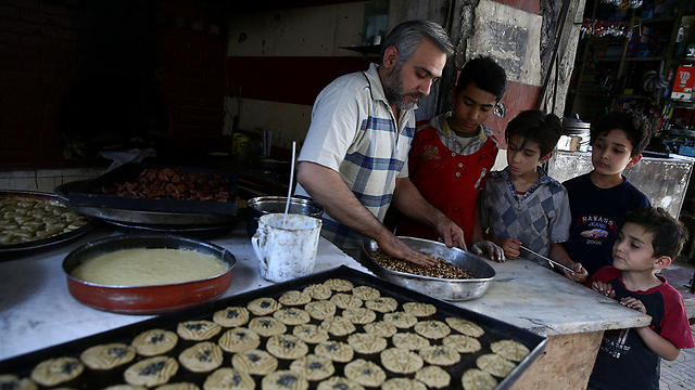 Ramadan sweets being sold in Damascus (Photo: Reuters)