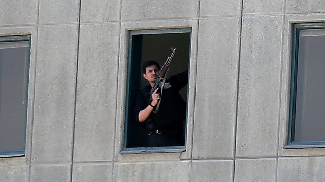Iranian police rescues hostages from parliament building (Photo: EPA)