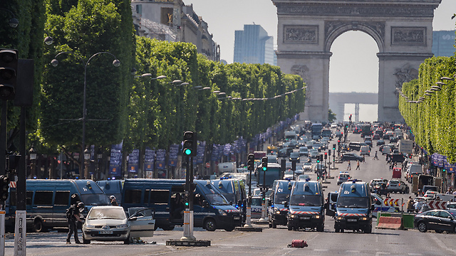 Champs-Elysees following the attack (Photo: EPA)