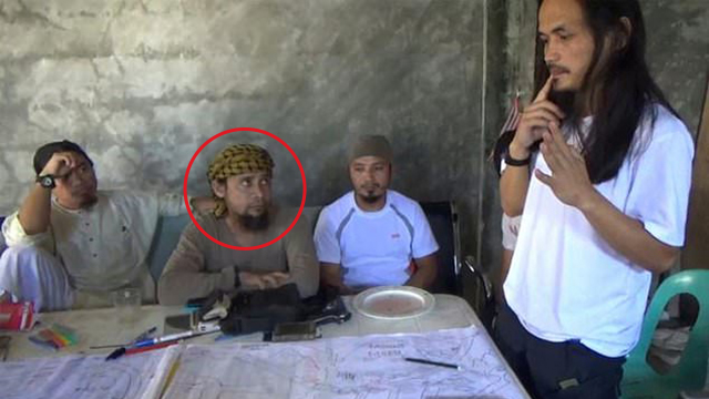 Hapilon with other jihadist leaders in the Philippines (Photo: AFP) (Photo: AFP)