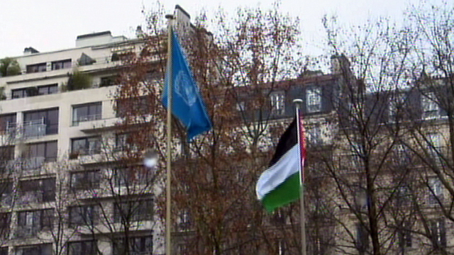 The Palestinian flag raised at UNESCO (Photo: Reuters)