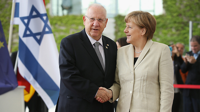 Merkel and Rivlin (Photo: Getty Images)