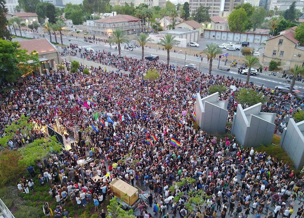 Protest in Tel Aviv calling to allow same-sex adoptions (Photo: Omer Shalev)