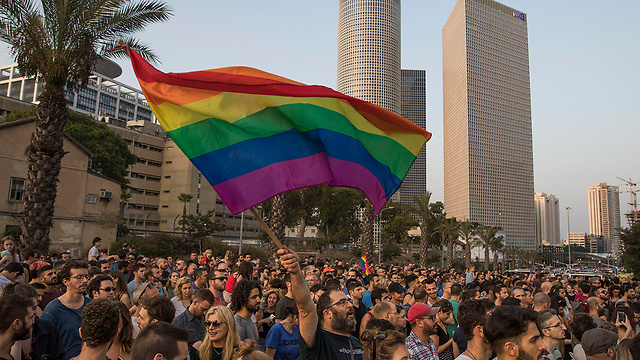 Protest in Tel Aviv calling to allow same-sex adoptions (Photo: AP)