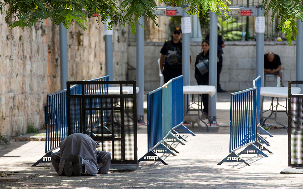 Metal detectors at the entrance to the Temple Mount (Photo: EPA)