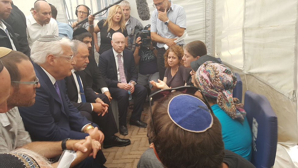 Lieberman, joined by US Ambassador David Friedman and American envoy to the Middle East Jason Greenblatt, visit the Salomon family.