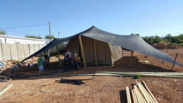 Tents being built by Amona evacuees