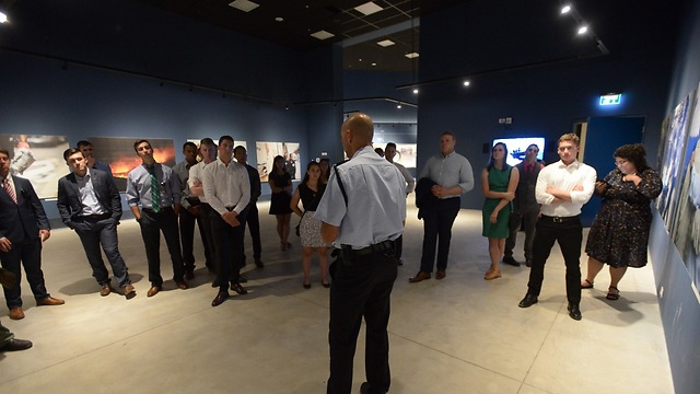 Visiting the Israeli National Police HQ (Photo: Shmuel Cohen)