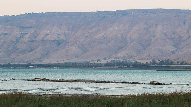 Island formed in the Kinneret due to low water level, Aug. 2017 (Photo: Saida)