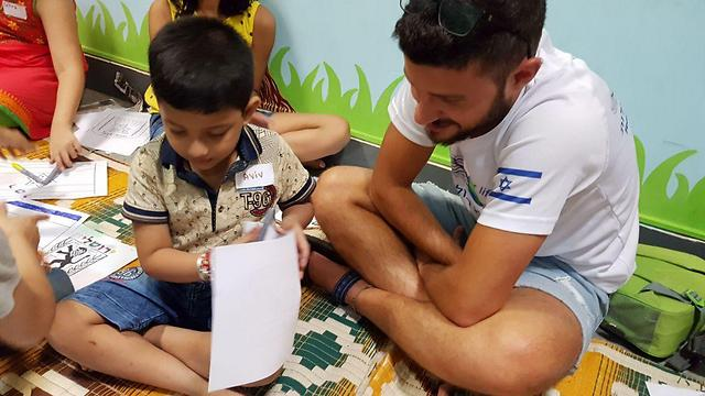 The discharged Israeli soldiers taught local schoolchildren in Mumbai English, math and environmental studies (Photo: Itay Blumenthal) (Photo: Itay Blumenthal)