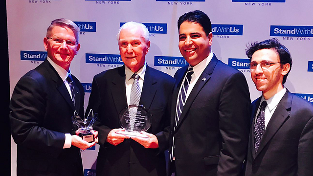 L to R: American Sephardic Federation representative Jason Guberman, StandWithUs Executive Director Shahar Azani, Captain Elgen M. Long and Alaska Airlines representative Tim Thompson (Photo: StandWithUs)