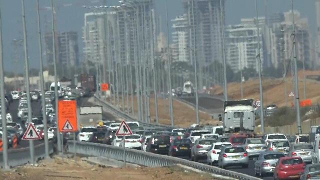 Traffic congestion caused by travelers looking to spend Rosh Hashanah eve with friends and family (Photo: Daniel Elior)