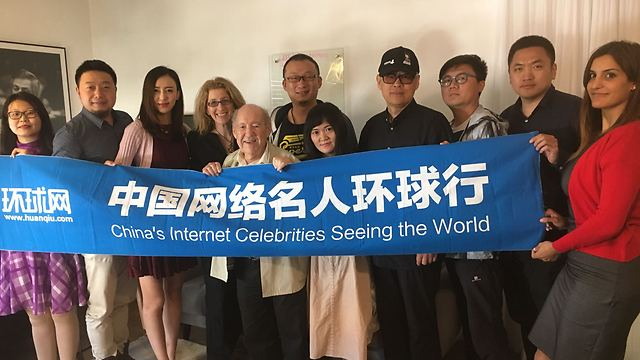 The members of the Chinese bloggers' delegation and Perel