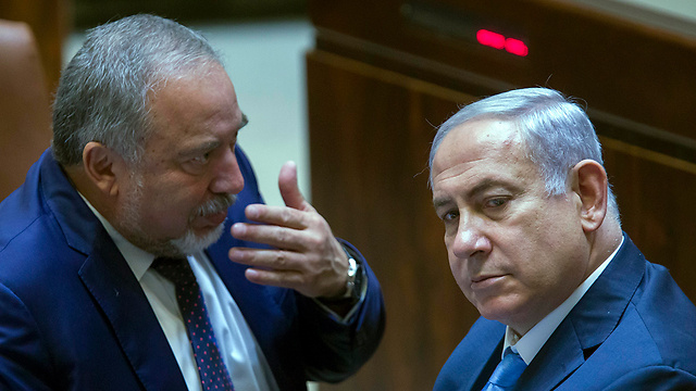 Archive: Avigdor Liberman and Benjamin Netanyahu in the Knesset (Photo: EPA)