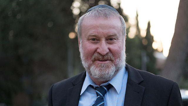AG Mandelblit was accosted outside his local synagogue by protesters (Photo: Yoav Dudkevitch)