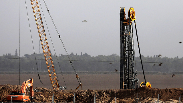 Israeli security forces building underground barrier along Gaza border (Photo: EPA)