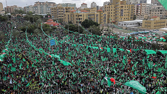Last Thursday's rally marking Hamas' 30th anniversary (Photo: EPA)