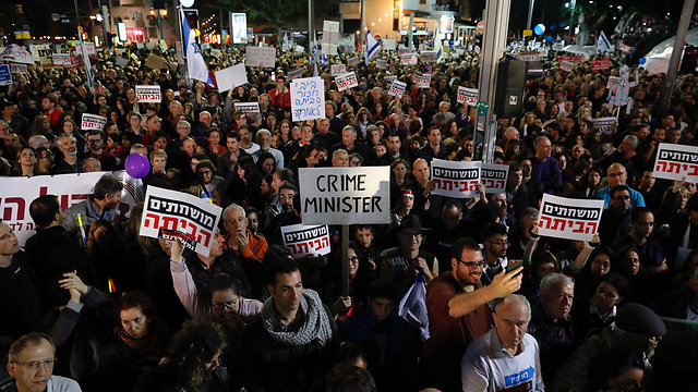 The weekly Tel Aviv anti-corruption protest will receive a Jerusalem counterpoint this week (Photo: EPA)