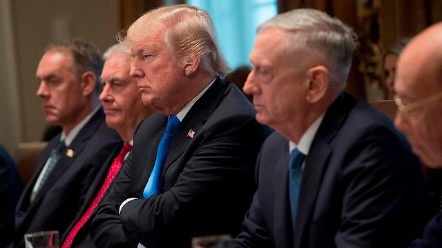 Trump at the cabinet meeting, with State Secretary Tillerson to his right and Defense Secretary Mattis to his left (Photo: AFP)