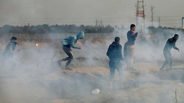Riots on the Gaza broder (Photo: Reuters)