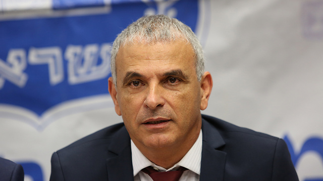 Finance Minister Kahlon recused himself from debating the gas arrangement due to his ties to Maimon (Photo: Alex Kolomoisky)