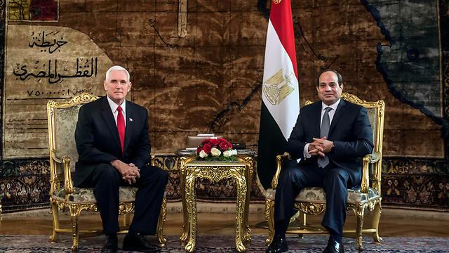 Pence (L) met with Egyptian President al-Sisi Saturday (Photo: AP)