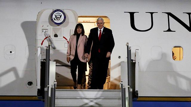 VP Mike Pence (R) and his wife Karen will be visiting Israel Sunday (Photo: Reuters)