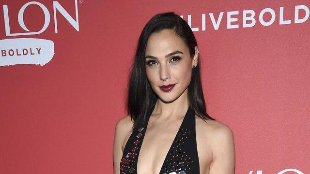 Israeli actress Gal Gadot wrote a piece about Dwayne Johnson (Photo: AP)