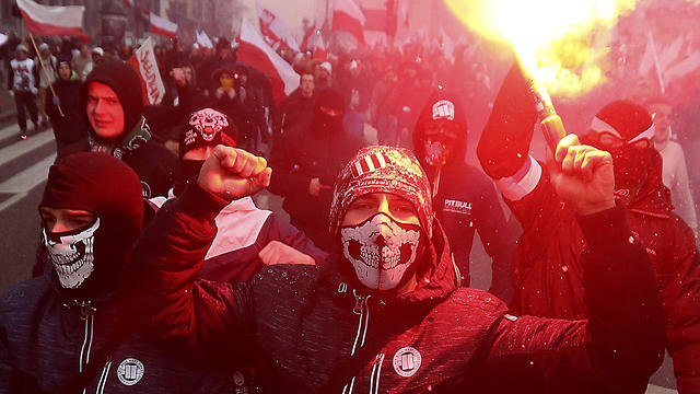 Far-right nationalists burn flares in Warsaw on Poland's Independence Day (Photo: AP)