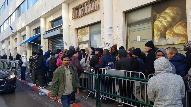 Immigrants standing in line at the Population and Immigration Authority (Photo: Itay Blumenthal)