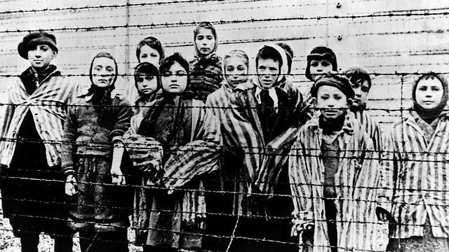 Auschwitz prisoners (Photo: AP)