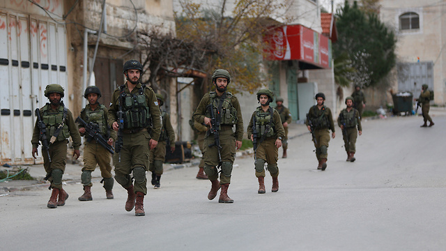 IDF forces in search of al-Karim (Photo: AP)