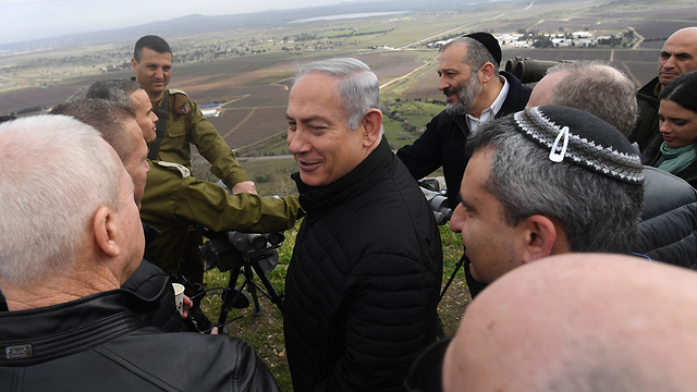 PM Netanyahu (center) and members of the Security Cabinet touring the Golan Heights near the Lebanese border (Photo: Kobi Gideon/GPO)