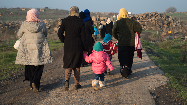 Sick and wounded Syrians make their way to Israel (Photo: IDF Spokesman's Office)