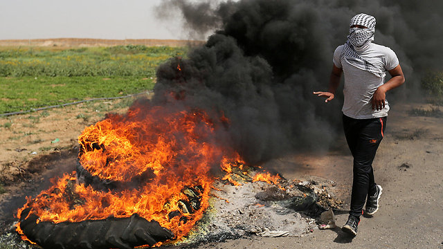 Palestinians riot near the Gaza border ahead of Friday's protests (Photo: Reuters)