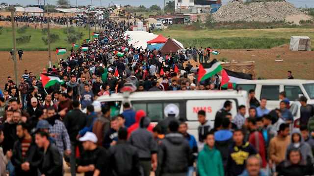 The march to the border (Photo: AFP)