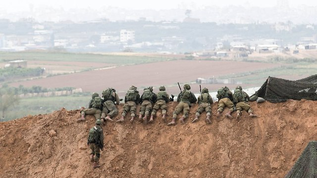 IDF soldiers on lookout, near the border (Photo: AFP)