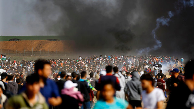 Palestinian protests near the border over the weekend (Photo: AFP)