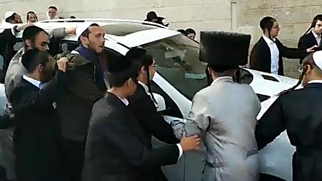 Berland's car arrives at the Western Wall in early April