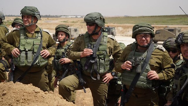 Chief of General Staff Lt.-Gen. Gadi Eisenkot (R) near the Gaza border (Photo: IDF)