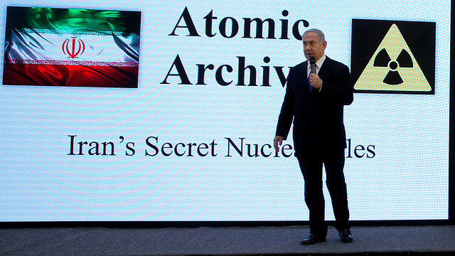 Prime Minister Benjamin Netanyahu presenting Iran's nuclear archive to the world (Photo: AP)