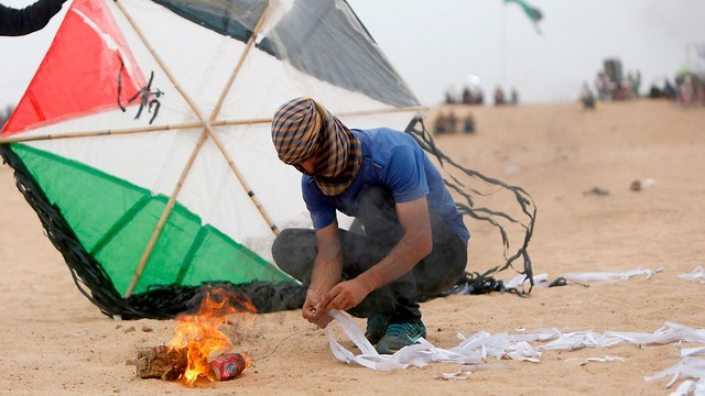 Terror kites being assembled in Gaza  (Photo: AFP)
