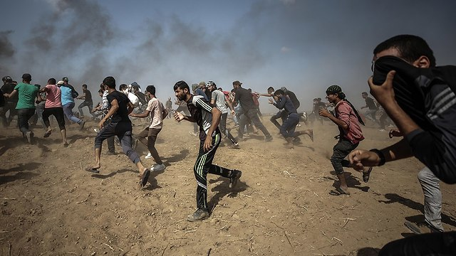 Palestinians protest on the Gaza border fence, Friday  (Photo: EPA)