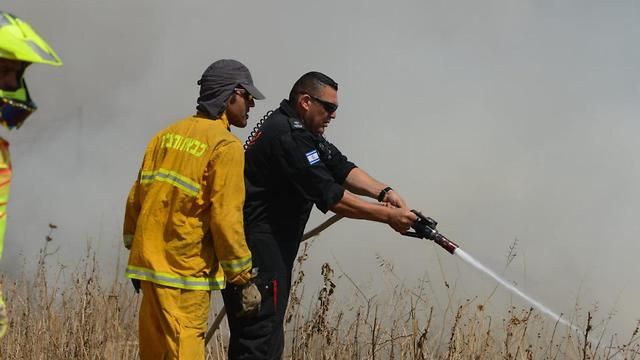 Battling a fire in Nahal Oz on Friday (Photo: Avi Rokach)