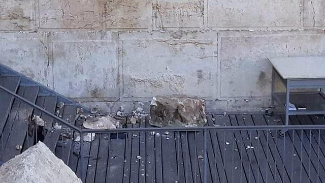 Rock detaches from Western Wall