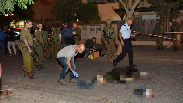 A stabbing attack in the settlement of Adam  (Photo: Yoav Dudkevitch)